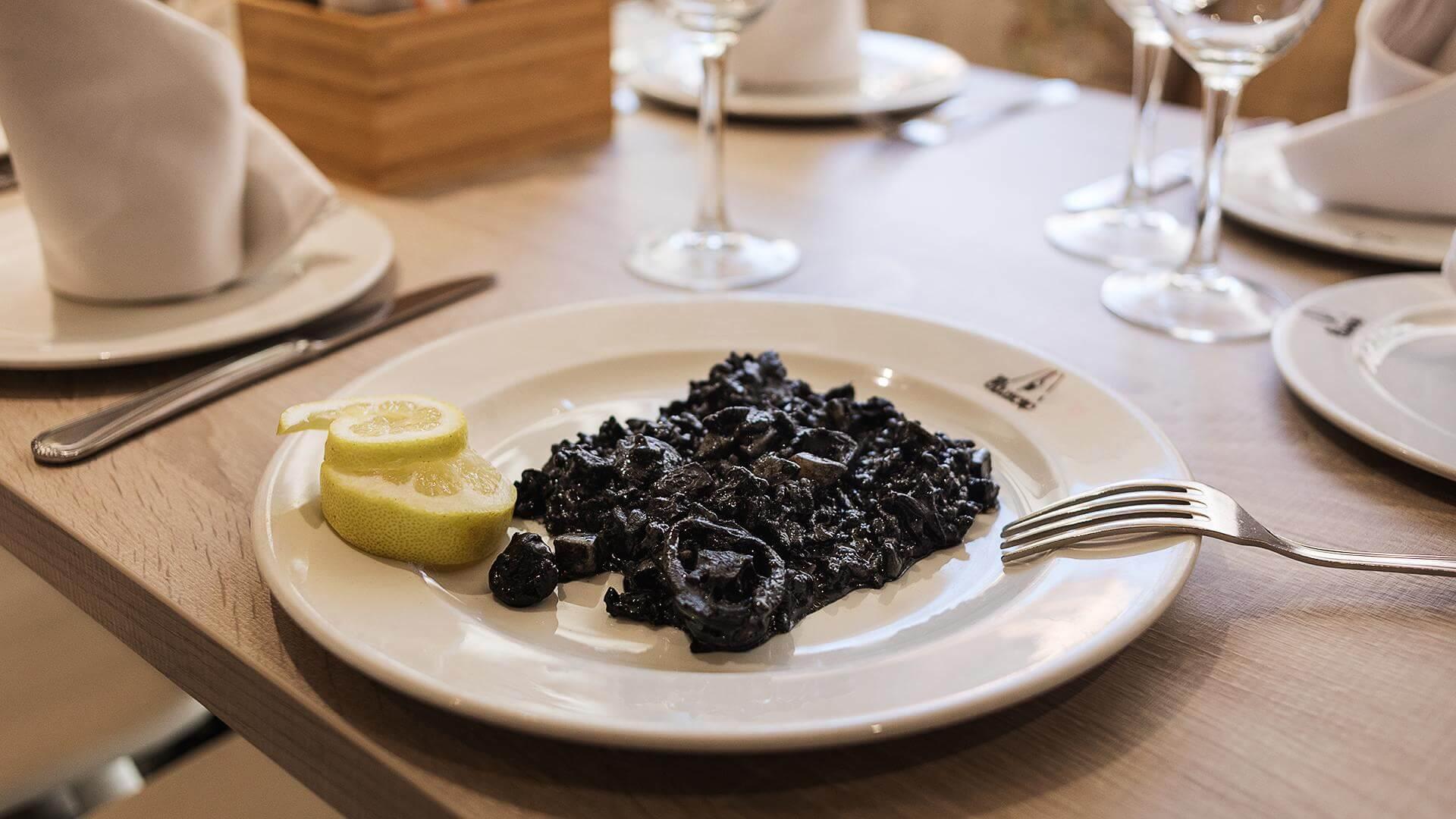 taberna murciana elcaldero arroz negro 1 Taberna murciana en Madrid